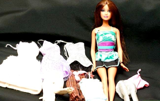 Bildtitel Dress a Barbie Doll Schritt 1